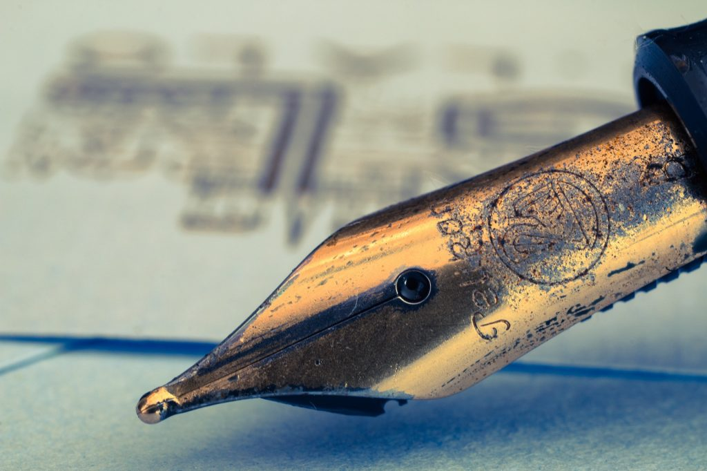 fountain-pens-1393977_1920